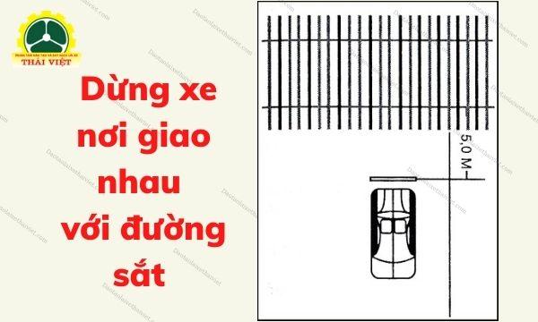 Bai-8-Dung-xe-noi-giao-nhau-voi-duong-sat